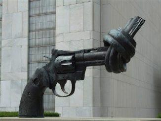 Monumento a la pistola anudada. Sede de la ONU